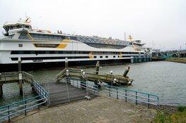 """Lange rijen in Den Helder voor boot naar Texel: """"Neem water mee!"""""""
