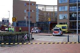 Bernhardplein uren afgesloten door verwarde vrouw die dreigt te springen