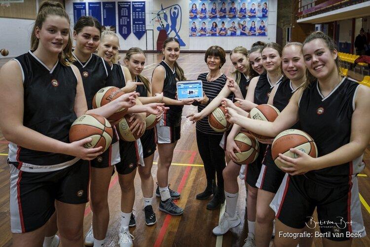 Tablet voor dames jeugdbasketbal en dierenambulance