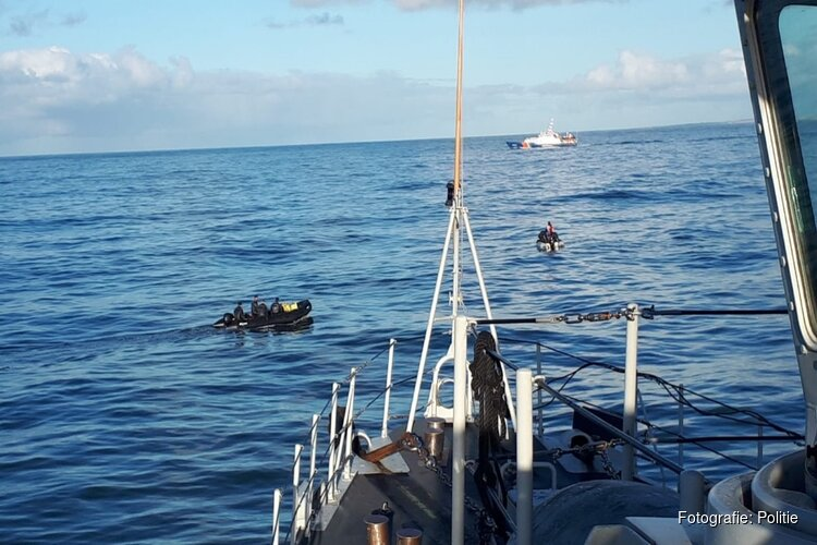 Zoektocht naar vissers gaat verder: duikers gaan gezonken kotter in