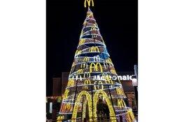 Mega Kerstboom bij McDonald's Den Helder