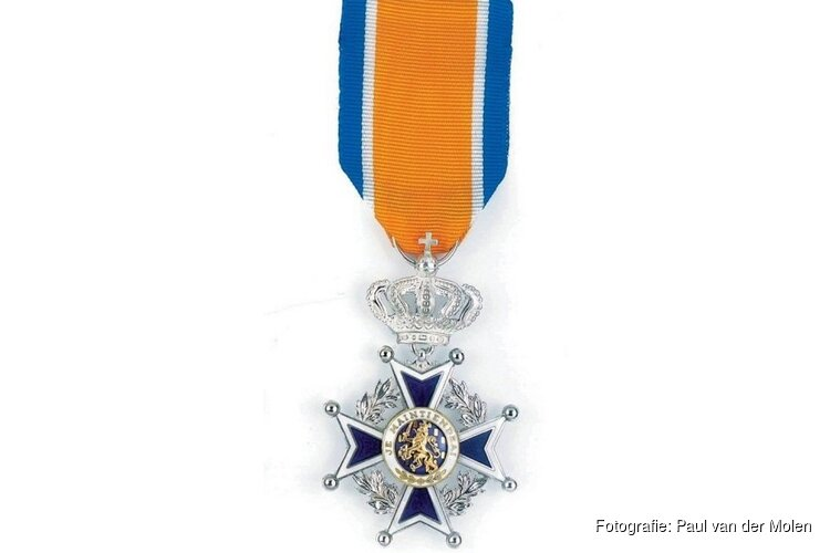 Negen vrijwillige brandweermannen koninklijk onderscheiden