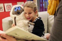 Voorlezen in bibliotheek Julianadorp en School 7