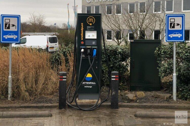 McDonald's en Vattenfall plaatsen hun eerste snellaadpunt voor elektrische auto's in de Kop van Noord-Holland