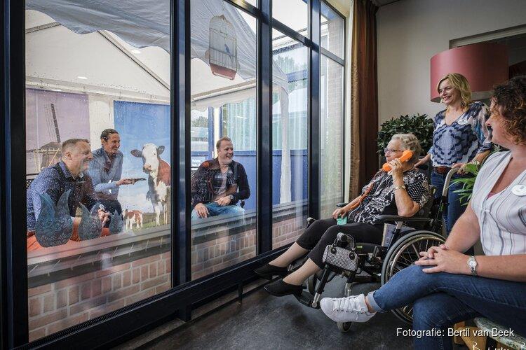 Bewoners Den Koogh ontvangen weer bezoek dankzij het 'kletsboetje'