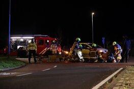 Fietser bekneld onder auto in Den Helder