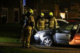 Auto in brand in Tjalkstraat