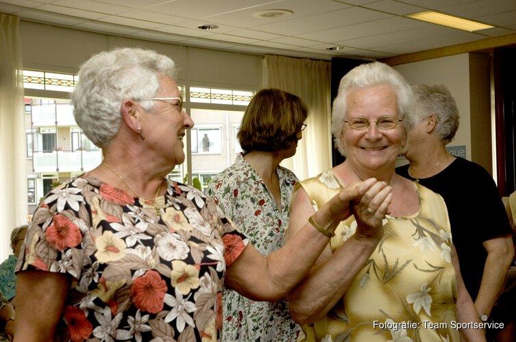 Senioren worden ten dans gevraagd door Ballet en dansstudio Chantal.