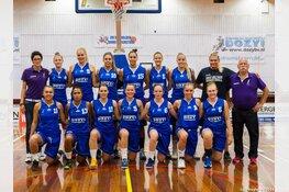 Basketbalsters helpen Helderse jongeren