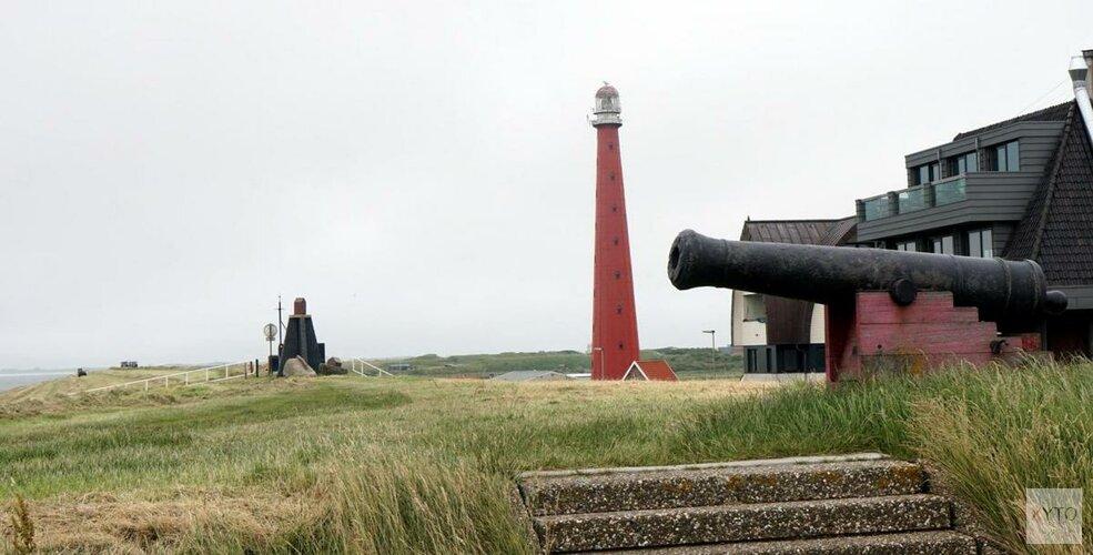 Groot explosievenonderzoek naar 'tientallen verdachte objecten' op strand Den Helder van start