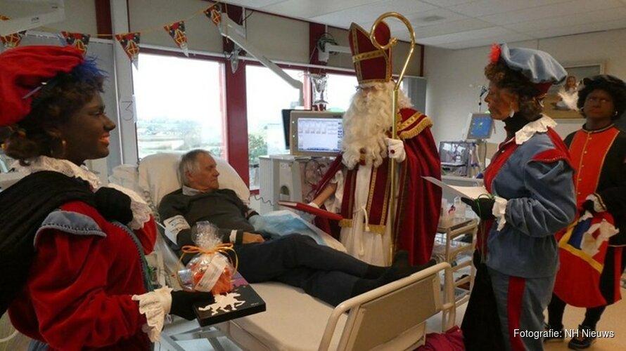 """Sinterklaas verrast ziekenhuispatiënten: """"Compleet verbaasd, echt genoten!"""""""