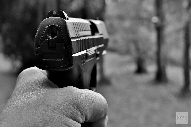 Politie doet invallen in Amsterdam en Den Helder na vuurwapenhandel op internet